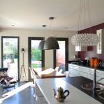 © Frédérique Guy - CUISINE OUVERTE/SALLE DE SÉJOUR, un espace convivial avec une grande table de menuisier au milieu